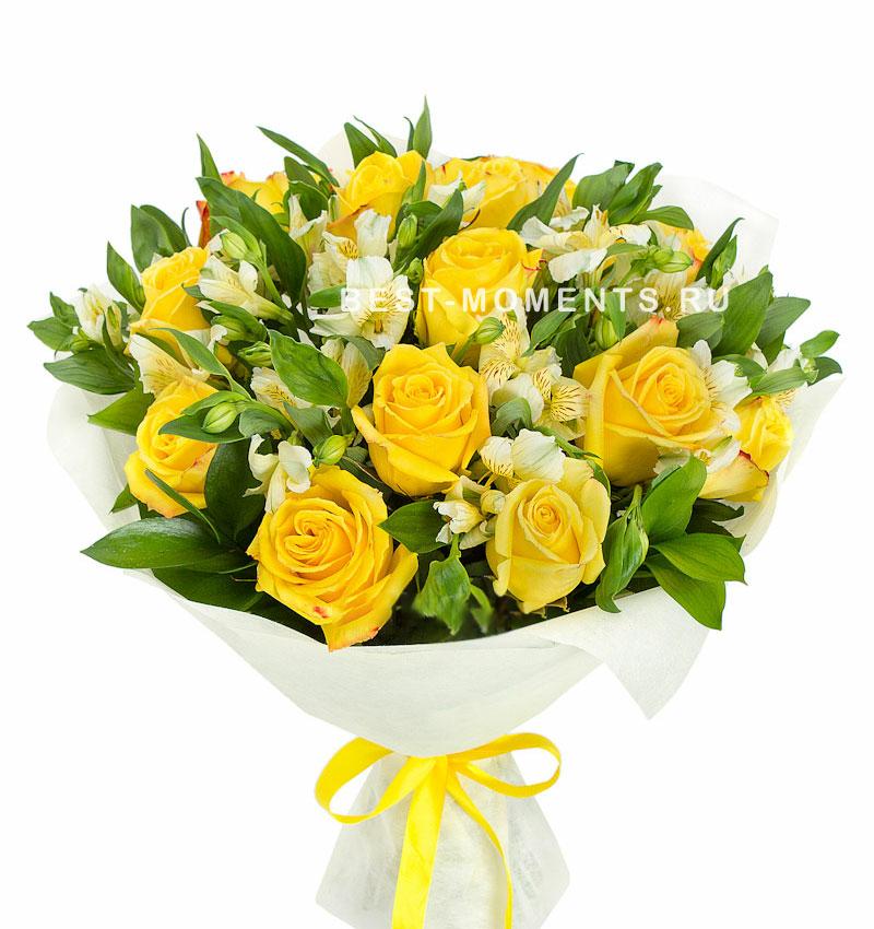 Маленький букет из желтых роз